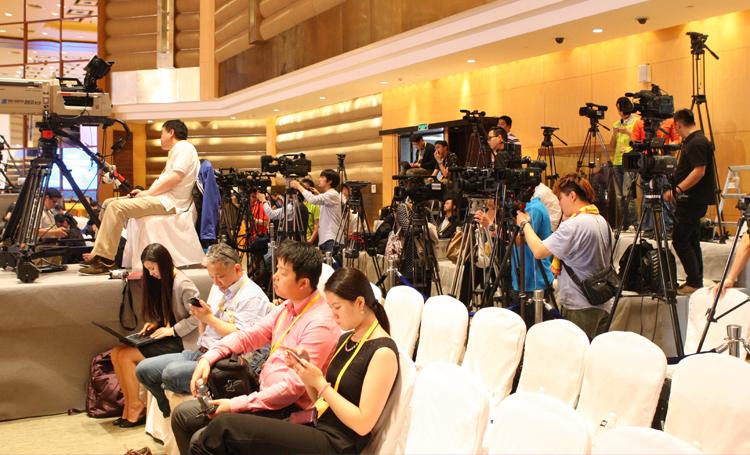 邀请电视台、报纸、网媒等媒体、平台到场采访、并且在相关媒体进行报道